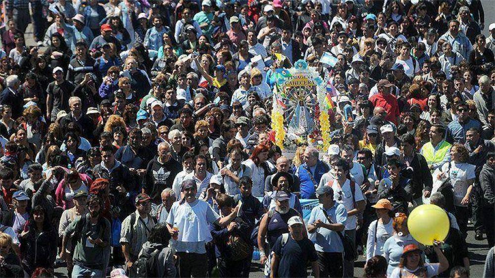 Muestra de fe: miles de jóvenes iniciaron la tradicional peregrinación a la basílica de Luján