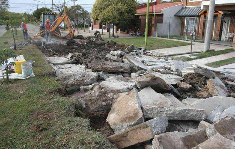 Plan de Bacheo: El municipio contin�a reparando diversas calles Las m�quinas de gran porte trabajan en estos momentos en la calle Ameghino y su intersecci�n con Las Heras