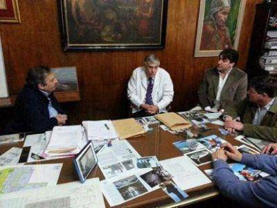 Alfonsín visitó el Hospital Presidente Perón