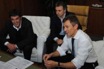 Concejales FPV presentes en la firma del contrato para renovar las vías tramo Bs. As.-Mar del Plata