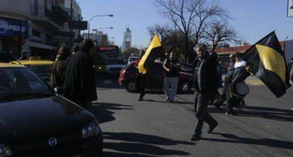 Buscan evitar los paros de taxistas y estacioneros