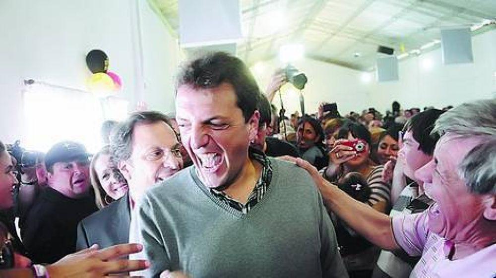 """Massa recorrió distritos K y llamó a """"volver al mejor Perón"""""""
