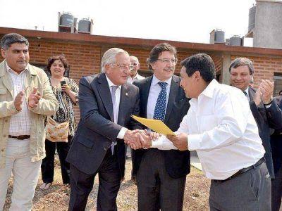 Entregaron viviendas del complejo habitacional del CEDEMS