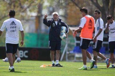 Alejandro Sabella rearma el equipo del medio para arriba para jugar ante Perú