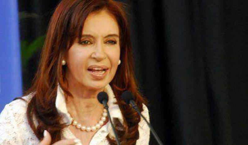 Cristina denunció que la oposición quiere proscribir a Néstor Kirchner