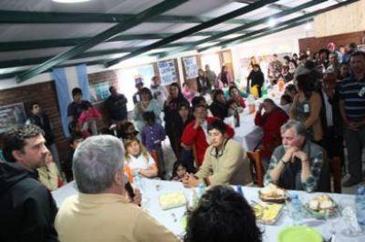 Das Neves inició gira cordillerana y visitó Gualjaina, Cushamen y El Maitén