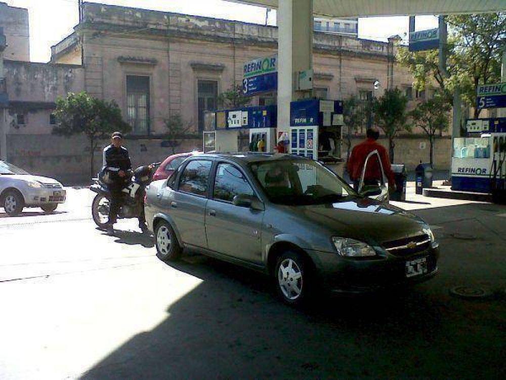 Trabajadores de estaciones de servicio de Jujuy manifestaron su preocupación por el congelamiento del precio de combustibles