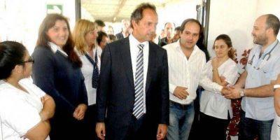 El gobernador Scioli visitó el Hospital de Navarro y dijo que se iba conmovido por el afecto demostrado por la gente del pueblo