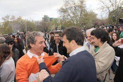 Pepe Scioli, Massa y el pulóver color naranja