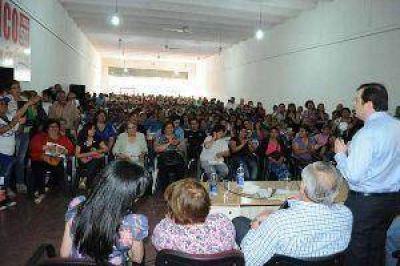 El gobernador Zamora se reunió con diferentes agrupaciones políticas de capital y La Banda