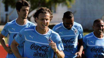 Uruguay va por la hazaña ante una Argentina clasificada