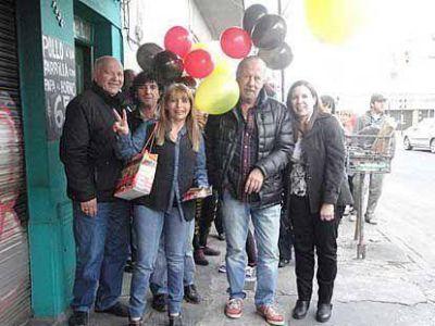 Bertolotto y candidatos del Frente Renovador de Sergio Massa realizaron una caminata por Gerli