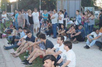 Se realizó un recital de rock al aire libre en la Diagonal Santilli