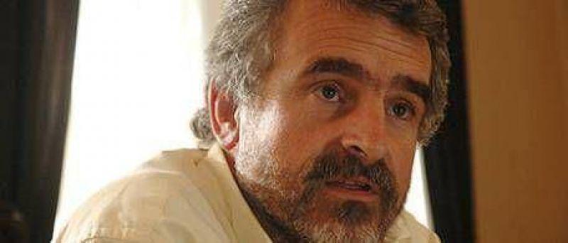 Escracharon a huevazos a Agustín Rossi en Santa Fe