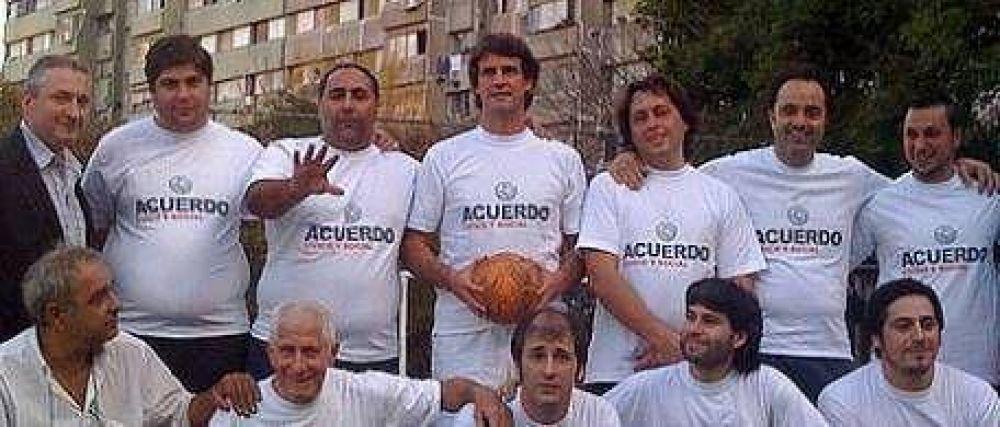 """En campaña, Prat Gay jugó un """"picadito"""" en Lugano"""