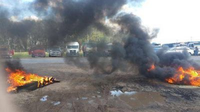 Catril�: los camiones no salieron de la cerealera por el conflicto con los transportistas