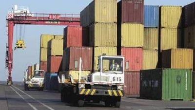 """Empresarios afirman que las trabas a las importaciones """"golpean al empleo"""""""
