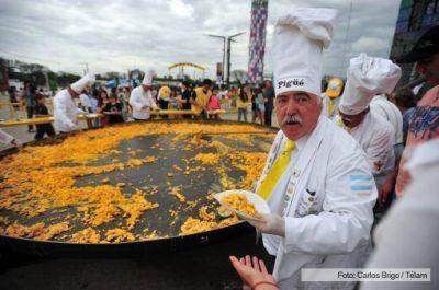 Unas 6.500 personas saborearon la gran omelette en Tecnópolis