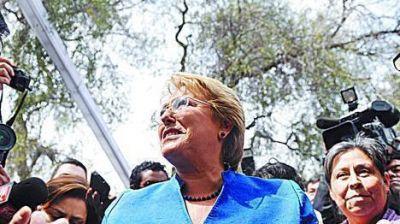 Bachelet aventaja por 25 puntos a Matthei, pero habr�a balotaje