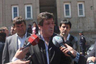 Dolor, en la despidida de los restos del intendente de Lobería asesinado el sábado