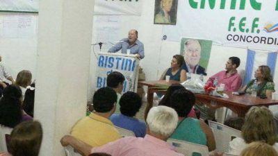 """De campaña en Concordia, Busti pidió """"apostar a un cambio"""""""
