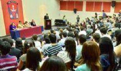 Debate en la UCASAL: Todos los candidatos estuvieron, menos Juan Carlos Romero