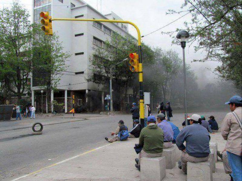 Afiliados de ATE cortan calle