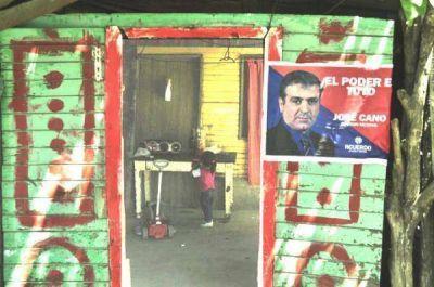 Cano recibió fuerte apoyo en Villa 9 de Julio y acusó a Alperovich de generar más pobreza y desnutrición infantil