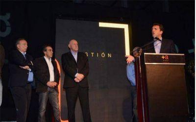 A cinco d�as de las elecciones, el intendente Z�ccaro volvi� a mostrarse con Sergio Massa