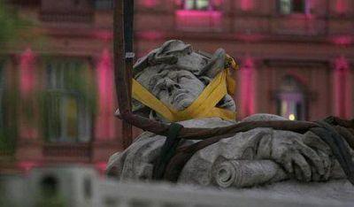 Siguen los trabajos en la estatua de Colón
