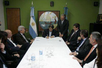 Gutiérrez y el presidente del Banco Nación firmaron escritura