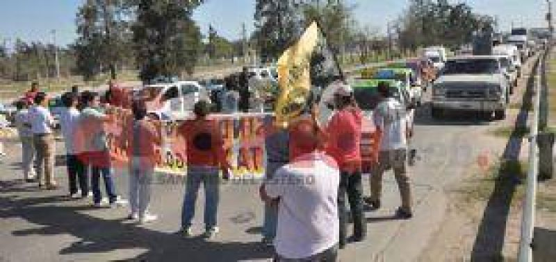 Taxistas quieren llevar de 30 a 60 centavos el precio por cuadra