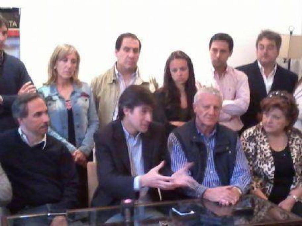 """Adrián Pérez visitó La Plata: """"Somos un límite necesario para el Frente para la Victoria"""""""