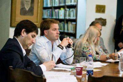 Campbell debatió con otros candidatos en San Fernado