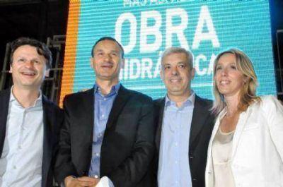Acompañados por Julián Domínguez, los Bruera realizaron un acto en el club Platense