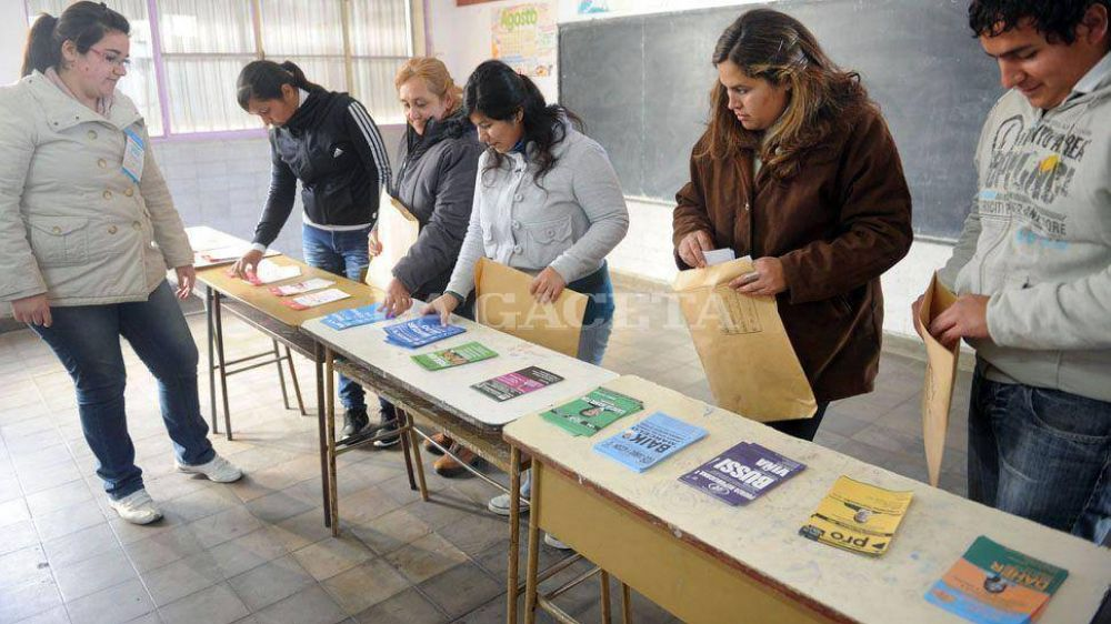 En San Miguel de Tucumán, 135.000 votantes pueden inclinar la balanza