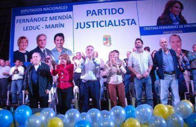 El PJ cerró la campaña con un multitudinario acto y un fuerte llamado a la unidad