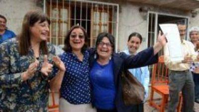Entregaron escrituras a vecinos del barrio Alcira Sur