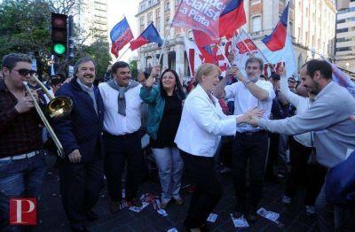 Stolbizer y Alfonsín cerraron la campaña con caravana y trompetas, pensando en 2015