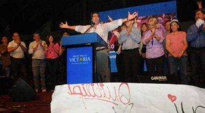 """Capitanich cerró la campaña electoral agradeciendo """"tanto amor"""""""