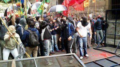 Tensión frente al rectorado de la UBA, en medio de una elección clave