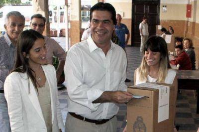 """Capitanich votó en Chaco: """"El ciudadano puede elegir por la consolidación"""""""