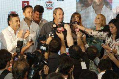 Mendoza: Cobos se impuso por amplia mayoría