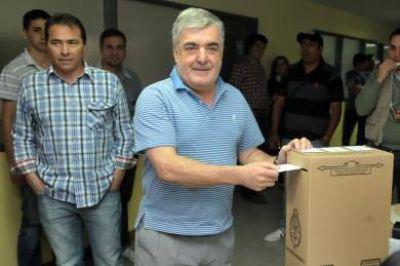 """Das Neves emitió su voto: """"Celebramos un evento cívico"""""""