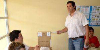 """Votó Hernández y dijo que hay """"2800 denuncias por domicilios falsos"""""""
