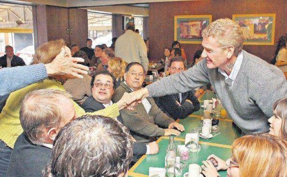 Excluyen a candidatas de De Narváez