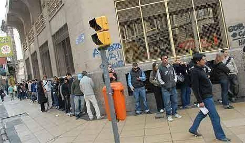La fila de despedidos que no puede tapar el INDEC