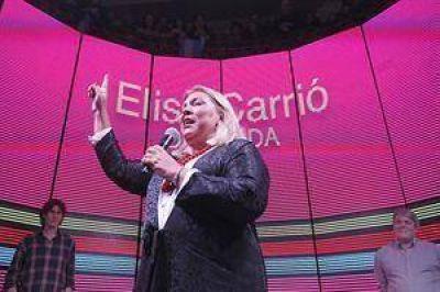 """Elisa Carrió: """"Hoy Cristina Kirchner no está y no sabemos si vuelve"""""""