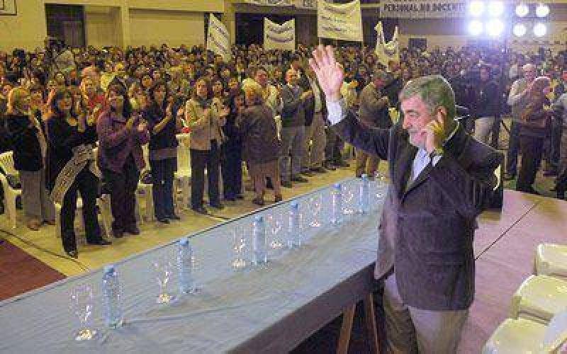 Unos 1.500 docentes avalaron a los candidatos de Das Neves.