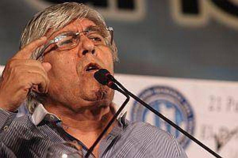 Abatido en las urnas, Moyano reaparecerá para anunciar una protesta nacional